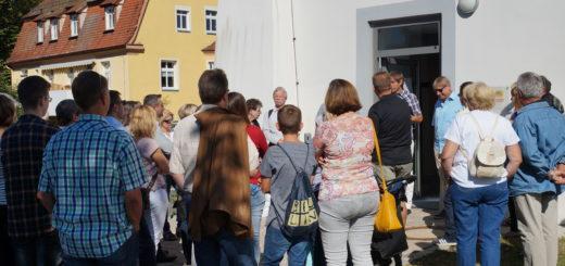 Vor dem Altenstädter Schloss drängten sich die Besucher, um an den Stadtführungen teilzunehmen.